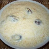 Молочная пшеничная каша с изюмом в мультиварке   фото на multipovara.ru