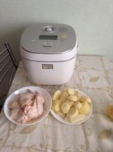 Куриные крылышки, запеченные с картофелем в мультиварке Panasonic SR-MHS181
