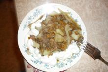 """Фото рецепта: """"Говядина с чечевицей и овощами"""" в мультиварке Vitek"""