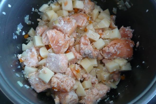 Рыбный суп с рисом в мультиварке рецепт